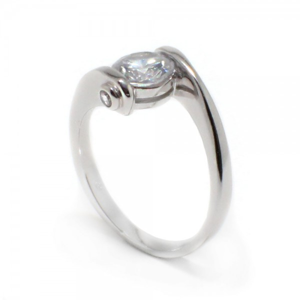 Sterling Silver Round Center CZ Overlap Twist Ring SBGR00392